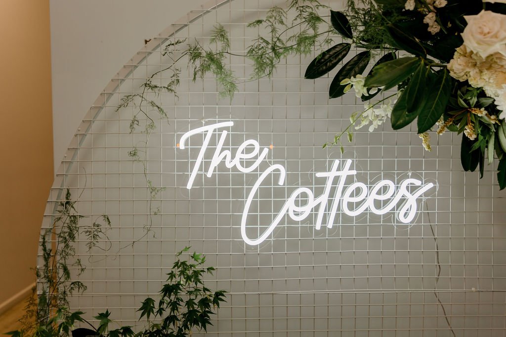 personalised wedding neon signage _ show-stopping wedding details